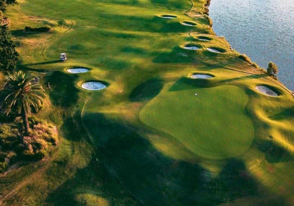 Links Golf Course Hope Island Hot Spot